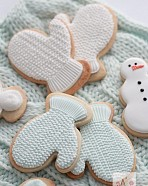 (Video) How to Pipe Royal Icing Cable Knit Mitten Cookies