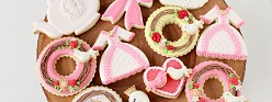 (Video) How to Decorate Valentine Cookies – Swan, Wreath and Dress Cookies