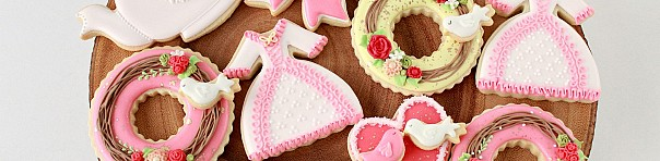 (Video) How to Decorate Valentine Cookies - Swan, Wreath and Dress Cookies