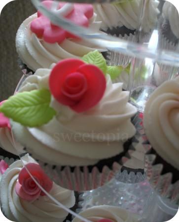 rose-cupcakes-363x450