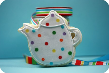 polka-dot-tea-pot