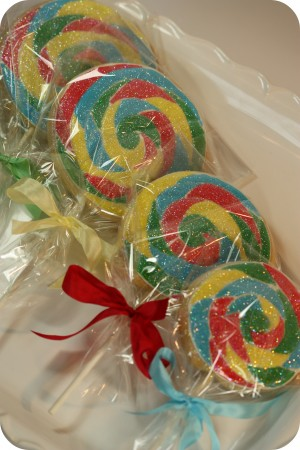 decorated lollipop cookies in bags with ribbon