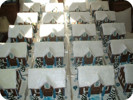 bombay-sapphire-gin-gingerbread-houses2-450x337