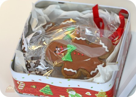 gingerbread boy cookies in tin