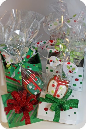 present cookies in boxes