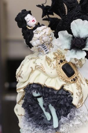 beautiful-cake-figurine-300x450