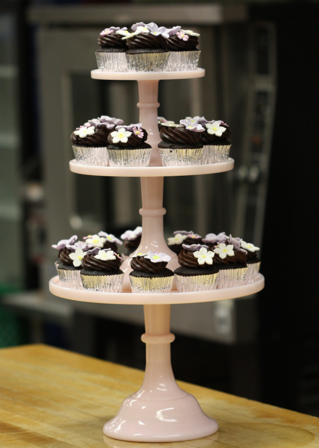 Chocolate Cupcakes And Spring Gum Paste Flowers Sweetopia