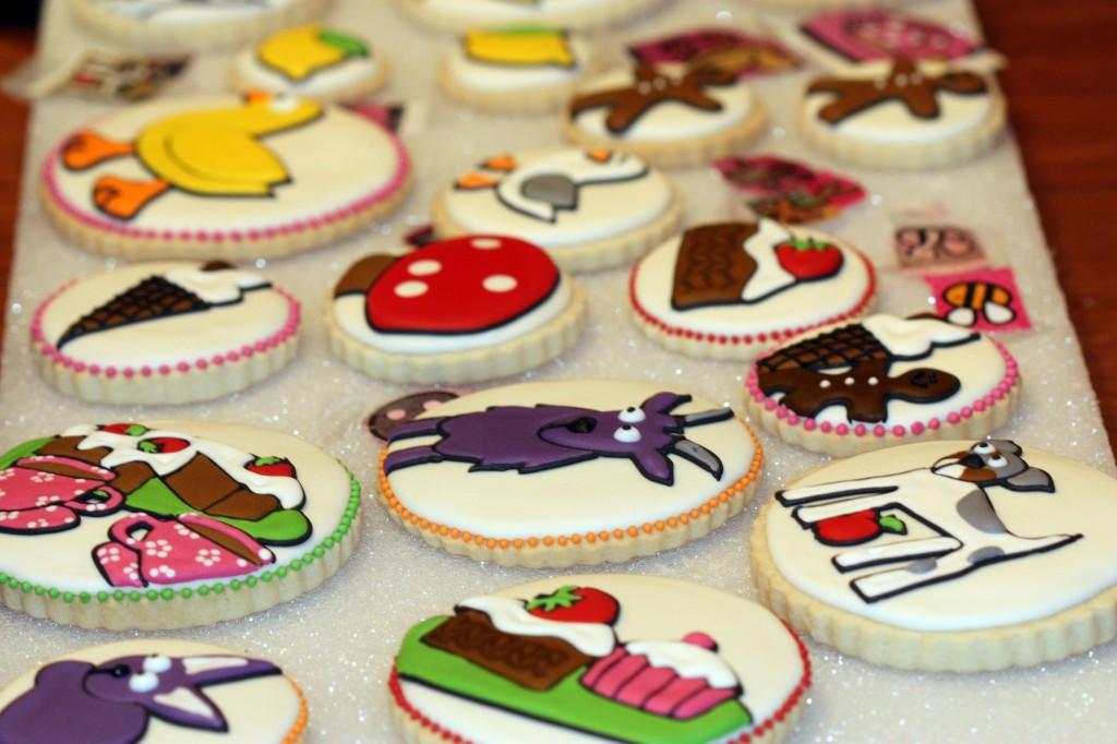 Decorating Cookies with a Kopykake Projector   Sweetopia