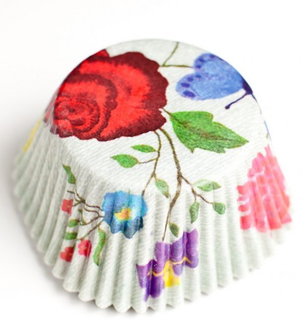 pretty-flower-cupcake-liner-590x625