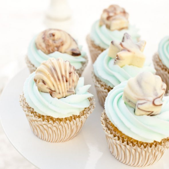 chocoloate-seashells-sitting-on-cupcakes-590x590