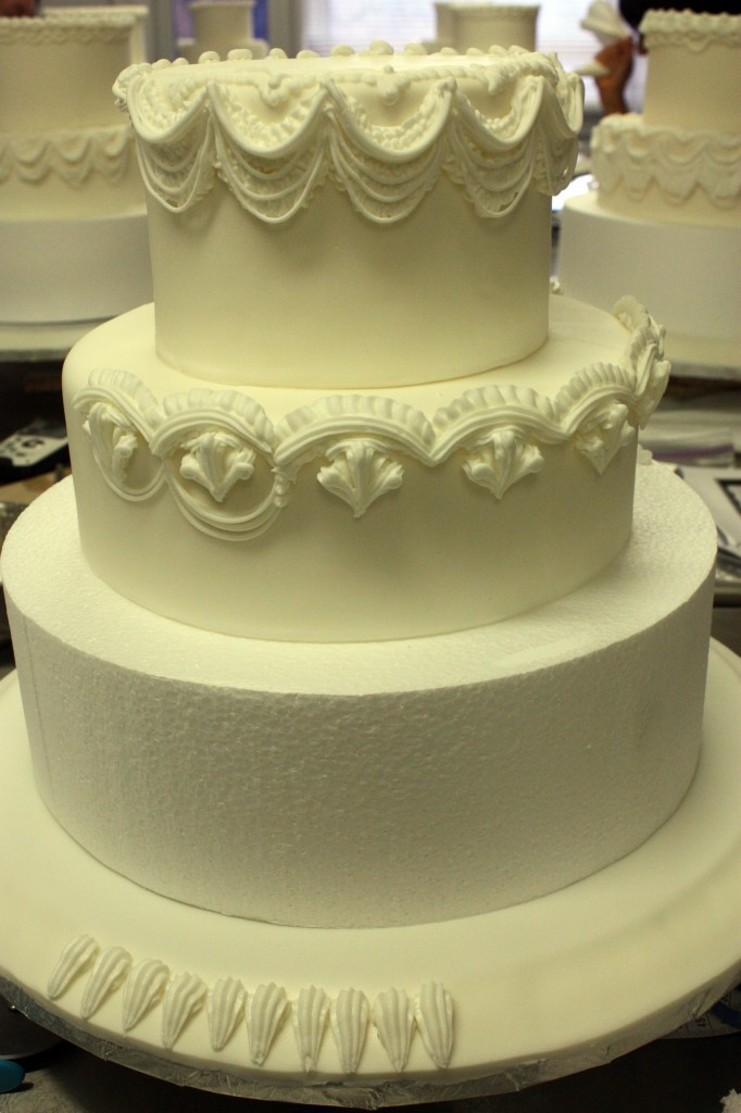 Cake Decorating Piping Design : Wendy Kromer at the Bonnie Gordon School Sweetopia