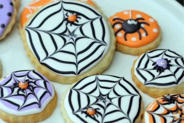 halloween decorated cookies 590x393 - Decorating Halloween Cookies