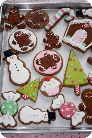 Decorate Christmas Cookies With Royal Icing