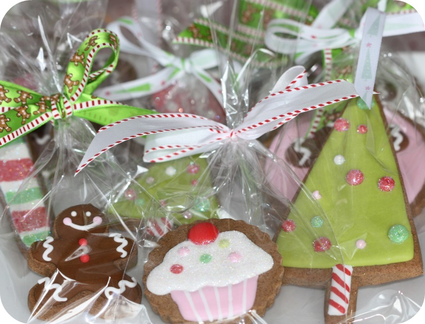 Staying organized while decorating cookies tips