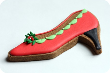 red-and-green-holly-decorated-pump