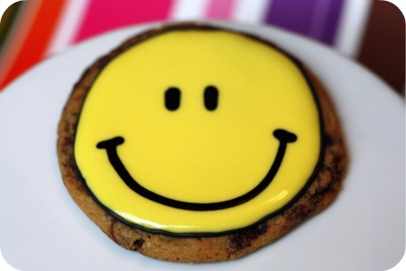 <img100*0:http://sweetopia.net/wp-content/uploads/2011/01/classic-happy-face-decorated-cookie.jpg>