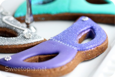 How To Make Mardi Gras Decorated Cookies Sweetopia Enchanting How To Decorate A Mask