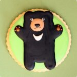 decorated bear cookie
