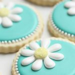 teal daisy decorated cookies