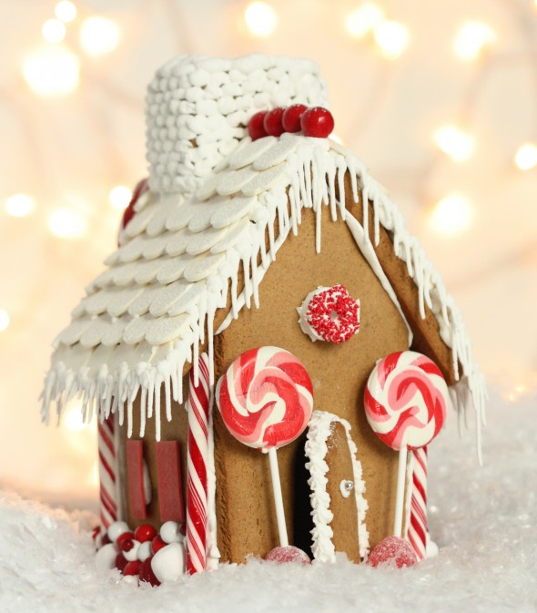 Video} Making a Gingerbread House & {Free Printable} Gingerbread ...