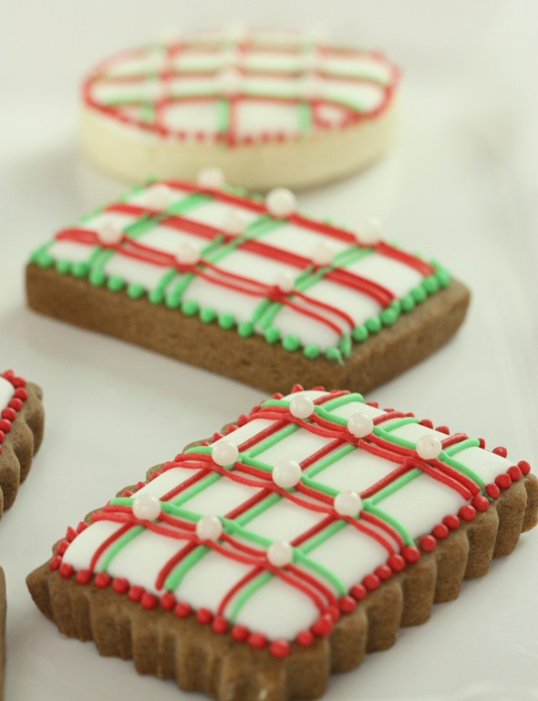What you'll need to make decorated cookies with royal icing lines: