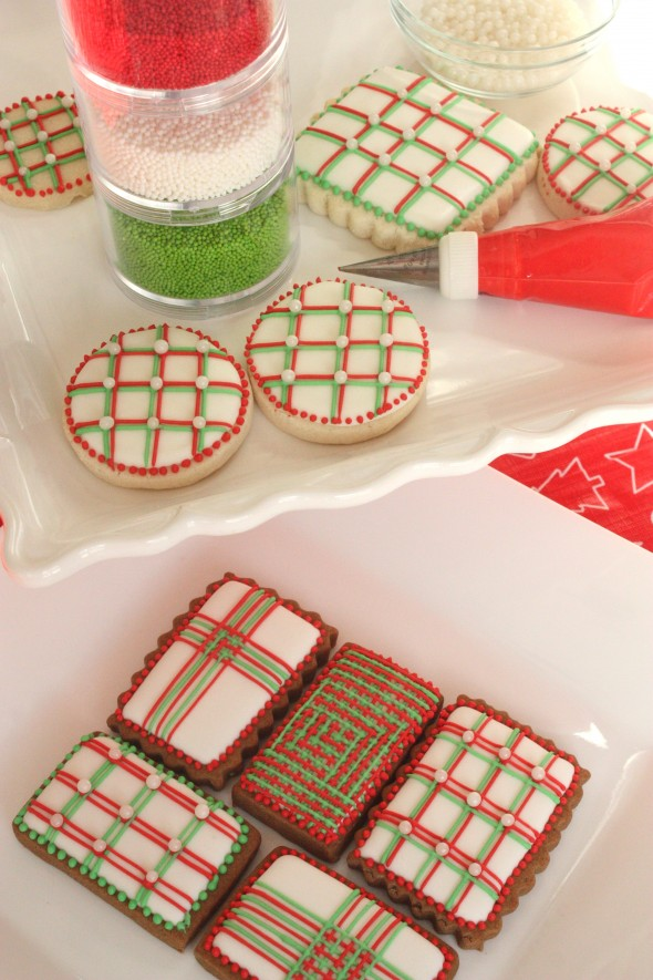 pin it - How To Decorate Christmas Cookies With Royal Icing