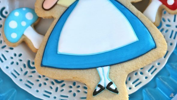 alice-in-wonderland-feet-cookie