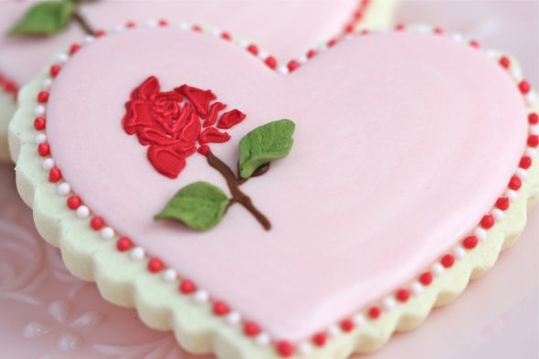 heart-rose-cookie-590x393