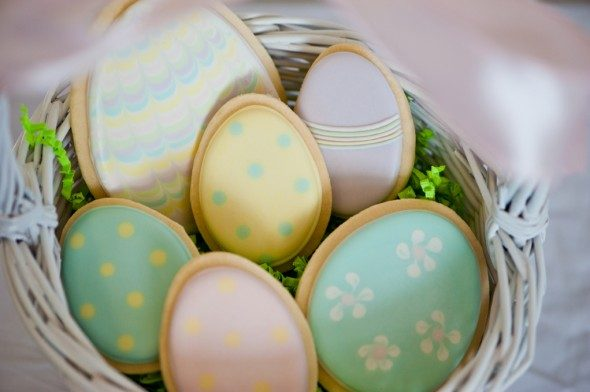 easter-egg-cookies-sweetopia-590x392