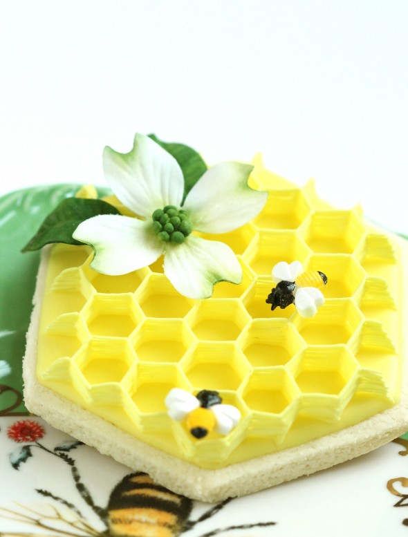 Dogwood Flower Cookies, an Icing Honeycomb How-to and a Flower Cookie Surprise!