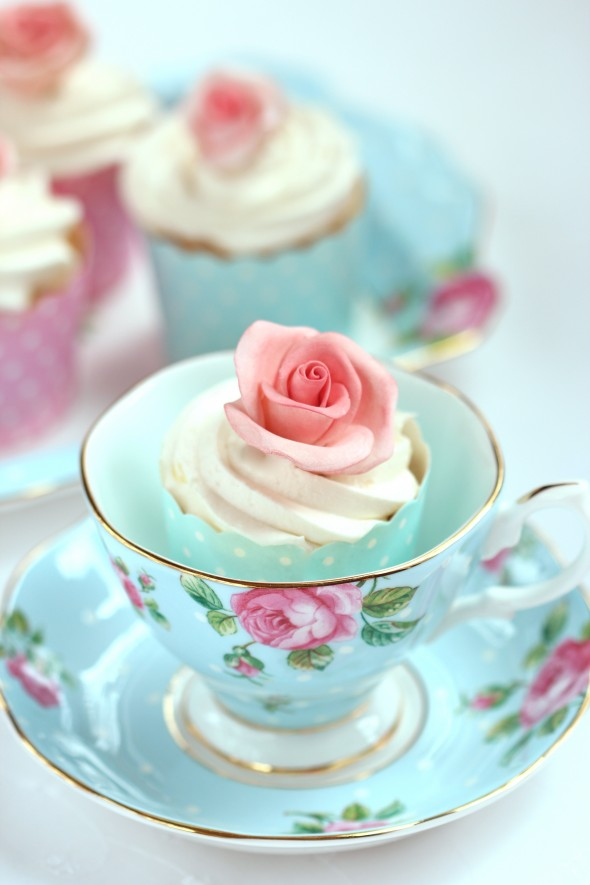 Vanilla Cupcake Recipe How Cute Are These Sugar Flowers