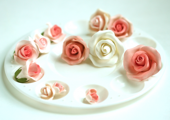 Cake Decorating Pre Made Icing : Buttercream Frosting Recipe & and an Untold Sugar Flower ...