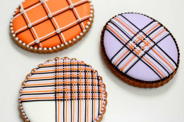 How to Pipe Royal Icing Lines