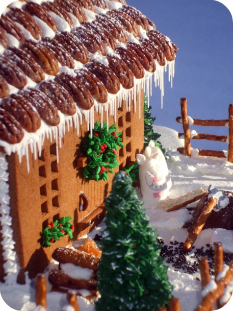 Christmas gingerbread house ideas sweetopia for Cool designs for gingerbread houses