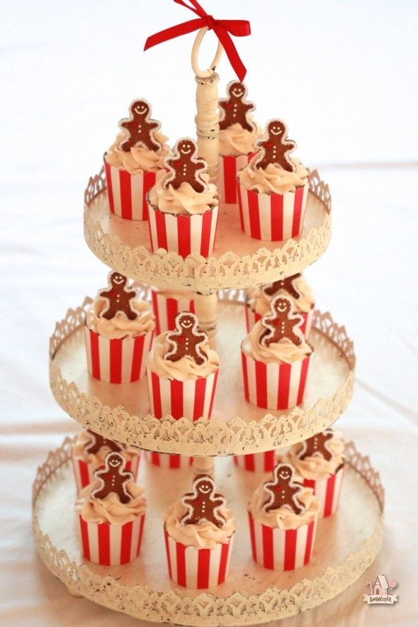 christmas-maple-cupcakes-590x884