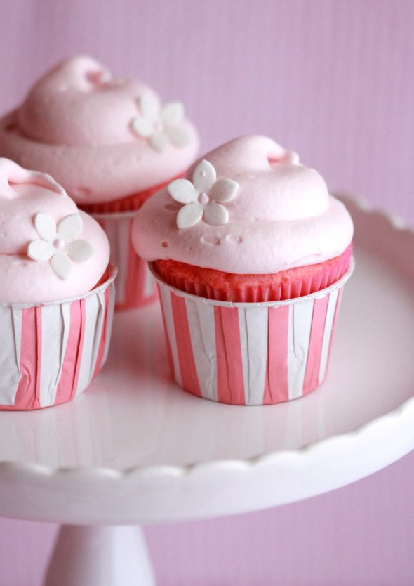 Cupcake Decorating Ideas Using Marshmallows : Marshmallow Frosting Recipe   Dishmaps