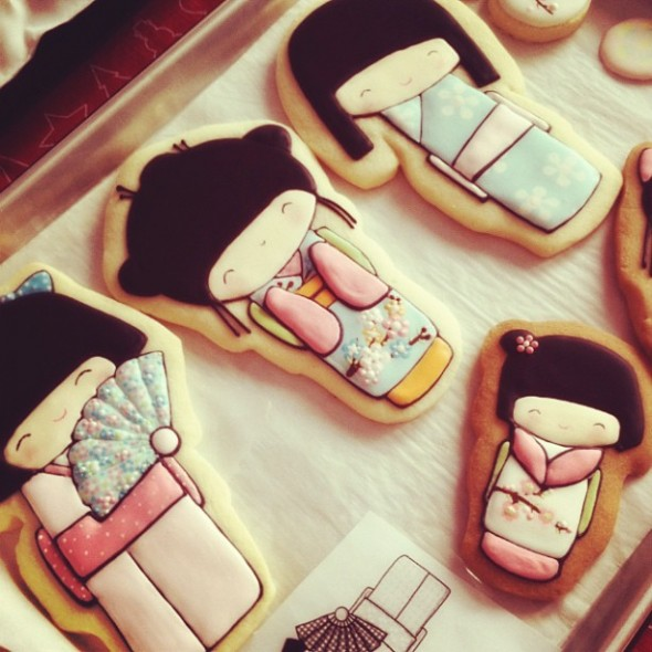 {Video} How to Decorate Kokeshi Doll Cookies