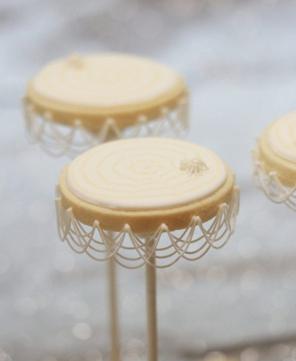 {Video} Royal Icing Stringwork & Spider Web Cookie Pops