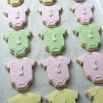 Onesie Baby Shower Cookies on Sweetopia