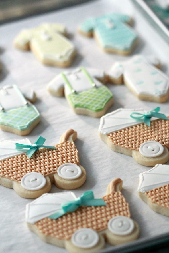 How to Thaw Frozen Undecorated Cut-Out Cookies