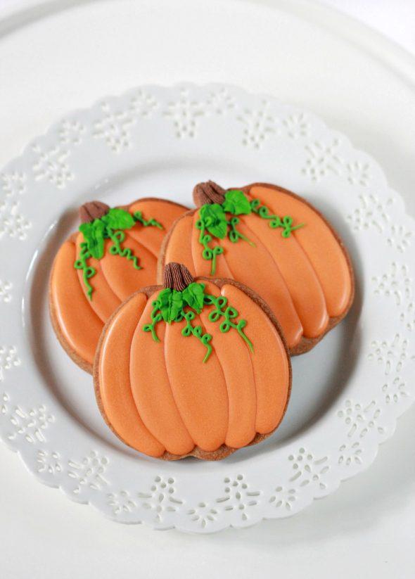 {Video} How to Decorate Pumpkin Cookies