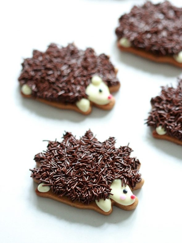 chocolate-hedgehog-cookie-video-tutorial