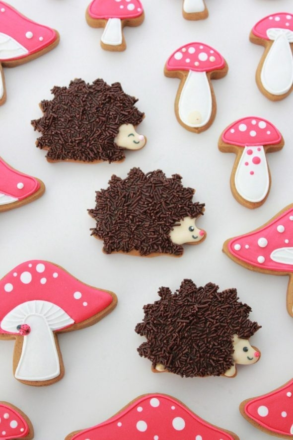 hedgehog-decorated-cookies-sweetopia-590x885
