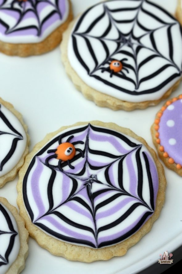 spider-web-decorated-cookies-_-sweetopia