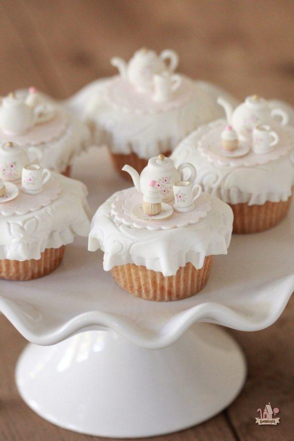 vanilla-pumpkin-spice-cupcakes-_-sweetopia