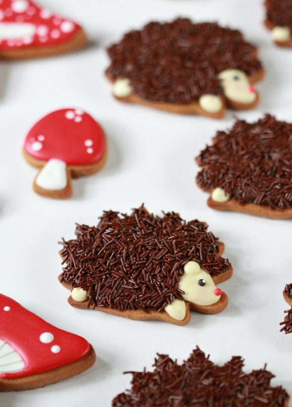 video-how-to-decorate-hedgehog-cookies-_-sweetopia