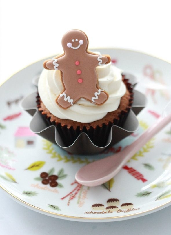 christmas-coconut-cupcakes-with-cream-cheese-icing-_sweetopia