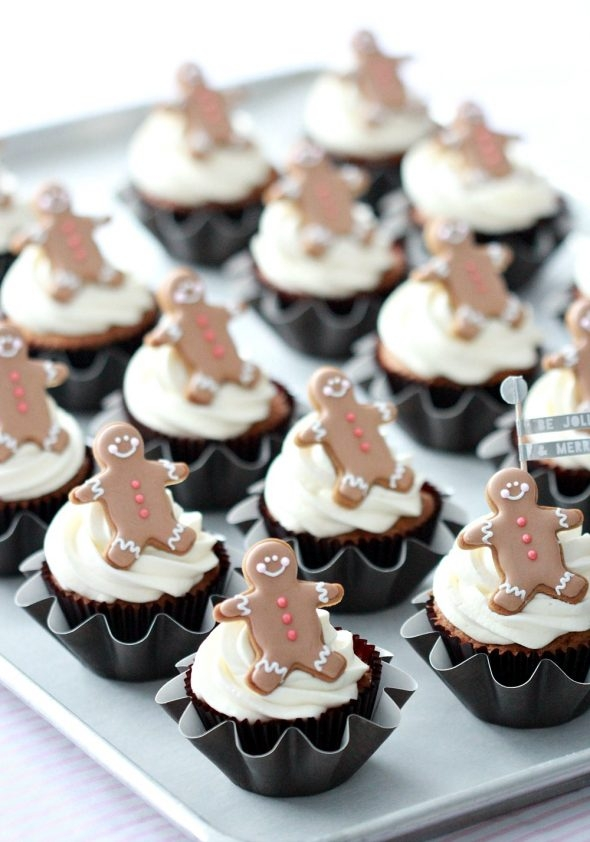 christmas-coconut-cupcakes-with-gingerbread-man-toppers