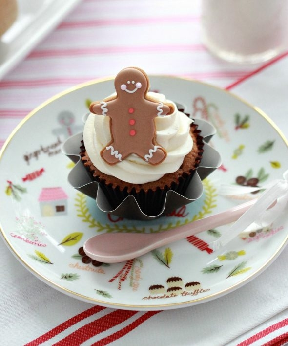 coconut-cupcake-recipe-with-gingerbread-man-toppers