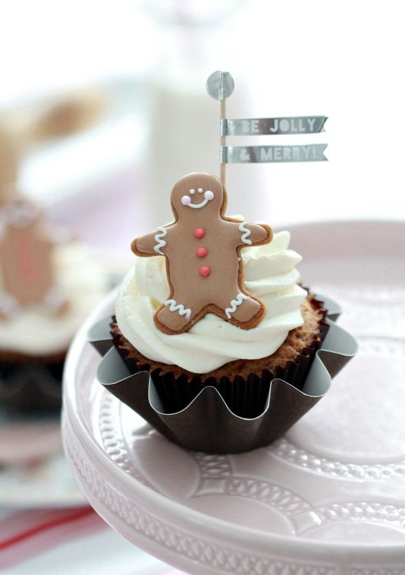 cute-christmas-coconut-cupcakes